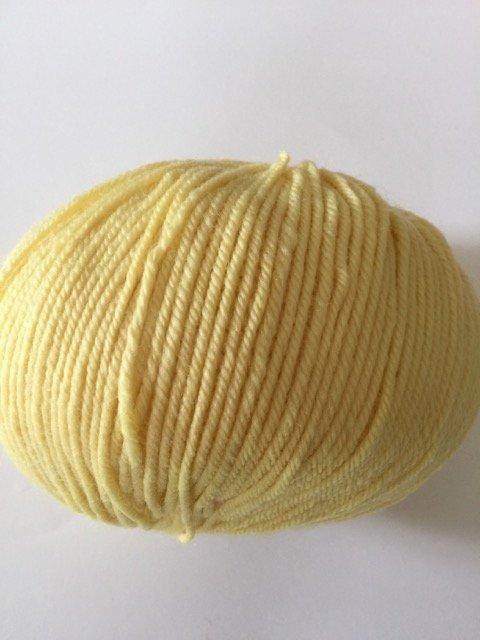 220 Superwash - Yellow 824