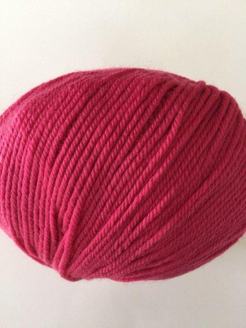220 Superwash - Berry Pink 837