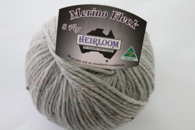 Heirloom Merino Fleck 8ply -light grey 547